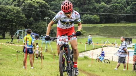 raiza-goulao-durante-prova-de-mountain-bike-1464815934392_v2_750x421